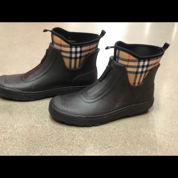 3598f16df Burberry Shoes   Womens Rain Boot Size 41   Poshmark